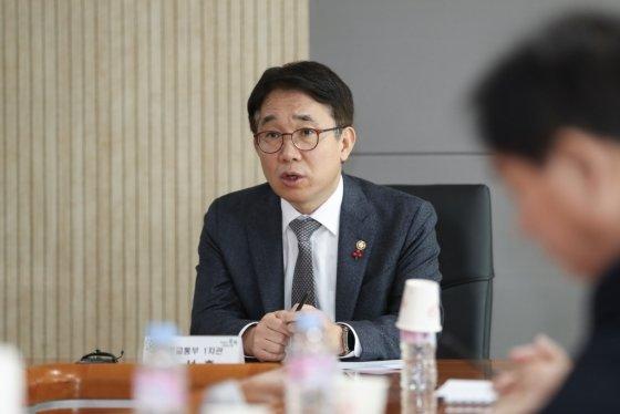 박선호 국토교통부 1차관이 충북혁신도시 발전방안을 논의하고 있다./사진=국토교통부