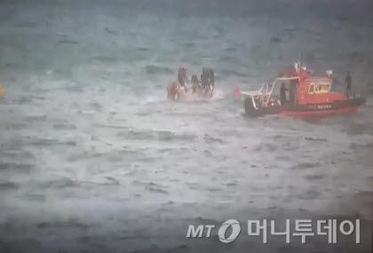 통영 낚시어선 구조영상 /사진제공=해양경찰청