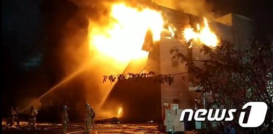 [사진] 인천 플라스틱 제조업체 화재…대응 2단계
