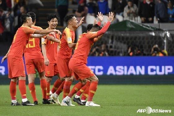 필리핀전 득점 후 세리머니를 하고 있는 중국 선수들. /AFPBBNews=뉴스1<br> <br>