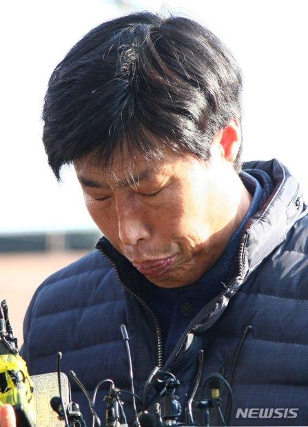 지난 11일 박종철 경북 예천군의회 의원이 해외연수 도중 가이드를 폭행한 혐의와 관련한 조사를 받기 위해 예천경찰서로 들어가고 있다./사진=뉴시스