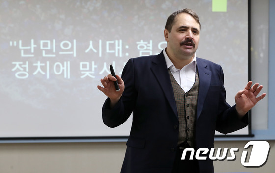 [사진] 강연하는 박노자