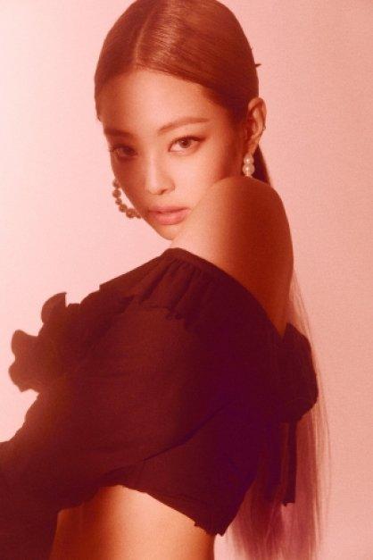 블랙핑크 제니, 전지현과 나란히 '헤라' 모델 됐다