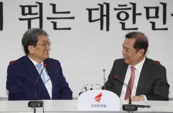 노영민 비서실장, 김병준 비대위원장 예방