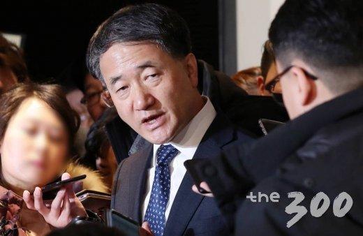 박능후 기금운용위원장이 1일 오전 서울 중구 플라자호텔에서 열린 '2019년도 제2차 기금운용위원회'에서 대한항공과 한진칼에 대한 국민연금의 주주권 행사를 발표했다.