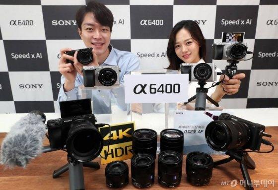 소니코리아가 11일 오전 서울 중구 웨스틴조선호텔에서 APS-C 미러리스 카메라 'a6400'을 선보이고 있다. /사진=이기범 기자