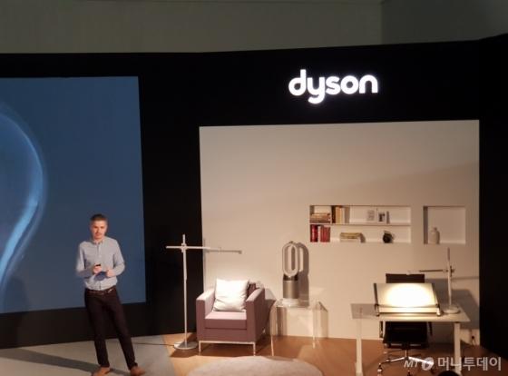 """다이슨, 프리미엄 LED 조명 출시…""""한 번 사면 60년 사용"""""""