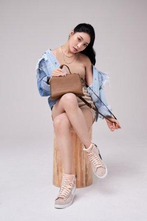 청하, 누드톤 패션+우아한 가방…