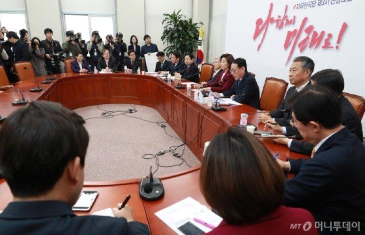 자한당, 靑특감반 조사단-드루킹 특위 연석회의