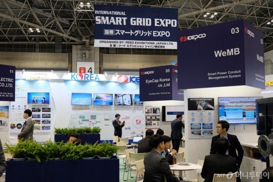 27일 도쿄 빅사이트에서 열린 '월드 스마트 에너지위크 2019' 스마트그리드 엑스포 한국관에 한국 중소기업들이 참가했다. /사진=박소연 기자