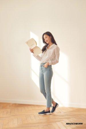 김고은 화보, 슬림한 청바지+스니커즈…편안한 매력