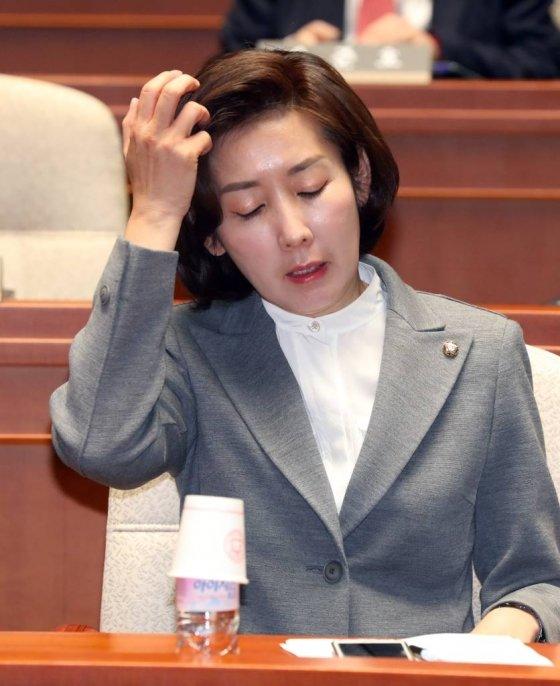 = 5일 오전 서울 영등포구 여의도 국회에서 열린 자유한국당 의원총회에 나경원 원내대표가 참석해 자리에 앉아 있다./사진=뉴시스