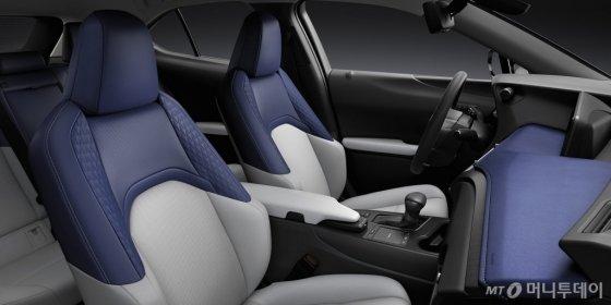 렉서스 최초의 소형 SUV 'UX 250h' 모델 내부. /사진=렉서스