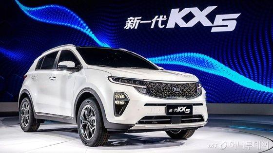 기아차가 지난해 11월 중국서 공개한 전략형 SUV '더 뉴 KX5'. 차량에 텐센트와 협업한 인포테인먼트 시스템이 적용됐다. /사진제공=기아차