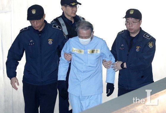 세월호 사고 보고시각 조작 혐의를 받고 있는 김기춘 전 청와대 비서실장./사진=뉴스1