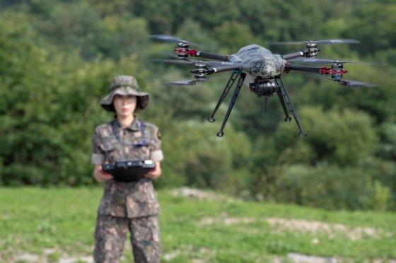 육군에서 드론을 시험 운용하고 있는 모습 / 사진제공 = 육군