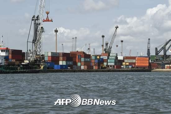 지난 4월8일 나이지리아의 '무역 허브' 라고스 아파파항에 컨테이너 선박이 정박해있다. /AFPBBNews=뉴스1