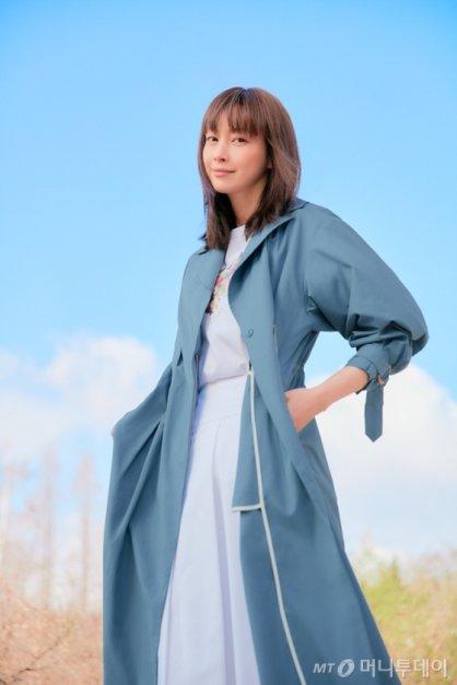 """이나영 화보, 롱스커트+롱재킷…""""세련된 봄 패션"""""""