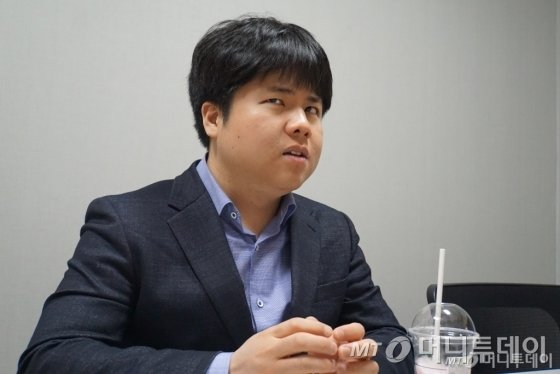 시각장애인 최초 일반학교 역사교사 류창동씨./사진=이영민 기자