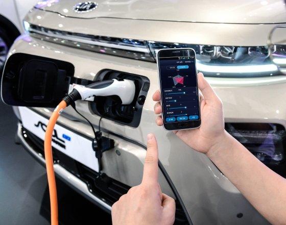 세계최초 스마트폰 이용 '지능형 전기차 성능 조절 기술' 개발/사진제공=현대·기아차