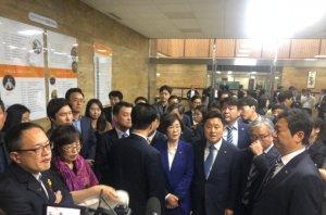 패스트트랙 태풍에 '아수라장 국회'