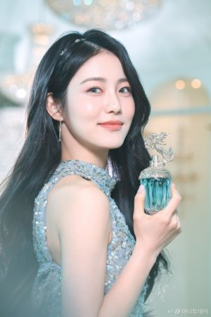 배우 신예은이 반한 신비로운 바다 향, '안나수이 머메이드' 출시