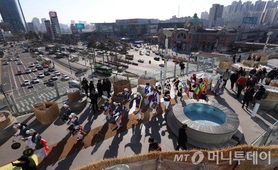 정월대보름을 앞두고 서울로 7017에서 문화행사가 열리고 있다. /사진=머니투데이 사진DB