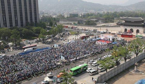 개인택시운송사업조합이 15일 오후 서울 종로구 광화문 광장에서 '타다 퇴출 요구 집회'를 열고 있다. 2019.05.15.    /사진=뉴시스