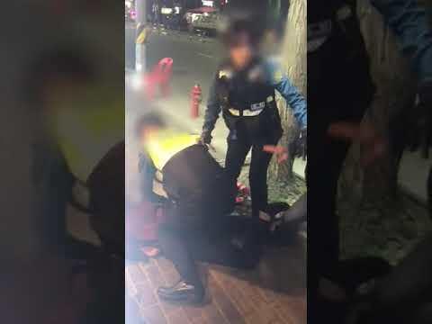 서울 구로경찰서가 17일 논란이 되고 있는 '대림동 경찰 폭행' 동영상 원본을 공개했다. (사진은 여경이 현장에서 피의자를 제압하는 장면) /사진=서울 구로경찰서 제공