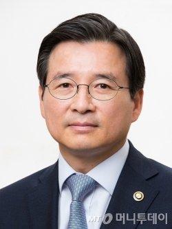 사표 내고 8시간 증선위 지킨 김용범 부위원장 - 머니투데이 뉴스