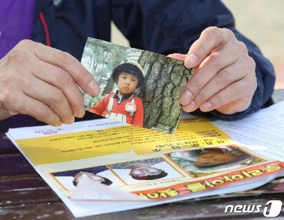 1987년 8월 해운대 바닷가에서 실종된 홍봉수(현재 만 35세)씨의 어머니 오승민씨가 16일 오후 서울 여의도에서 뉴스1과 인터뷰를 하고 있다. 2019.5.16/뉴스1 © News1 신웅수 기자