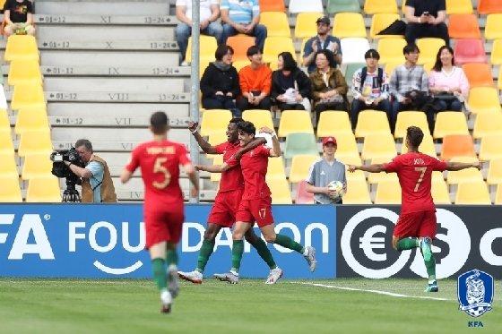 포르투갈 선수단이 선제골을 넣은 뒤 기뻐하고 있다. /사진=대한축구협회 제공