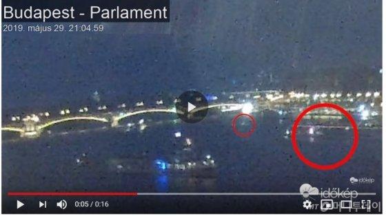 사고발생전 하블라니호(앞쪽 작은 배)와 뒤따르던 대형 유람선. 사진=이도킵 CCTV 영상캡처
