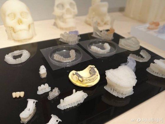 3D프린터로 출력한 교정장치들/사진=김유경 기자
