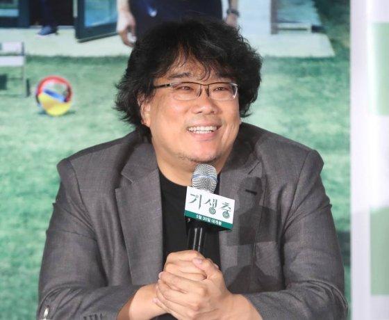 봉준호 감독이 지난달 28일 오후 서울 이촌동 CGV용산아이파크몰에서 열린 언론시사회에서 질문에 답하고 있다./사진=뉴시스