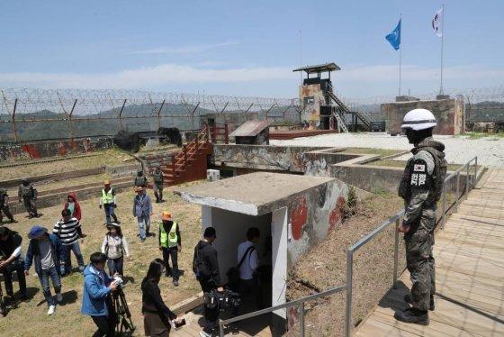 강원도 철원군 'DMZ 평화의 길' 화살머리 고지의 비상주 gp의 모습. 정부는 지난 4월27일 고성 구간을 1차로 개방한 데 이어 지난 6월1일 철원 구간을 민간에 개방했다./ 사진=사진공동취재단