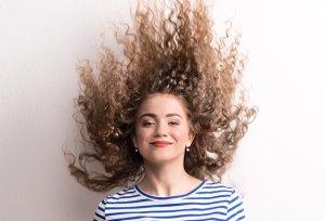 여름만 되면 '폭탄머리'…곱슬머리 관리법은?