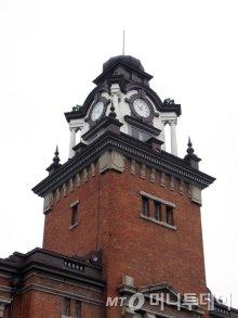 대한의원 건물로 사용되던 서울대의대 의학박물관의 시계탑. 현존하는 가장 오래된 시계탑이다. / 사진제공=서울대의대 의학박물관<br>
