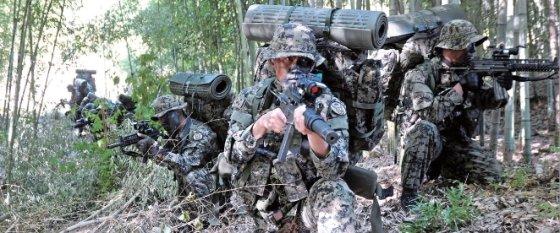 특전사 요원들의 산악훈련 / 사진제공 = 육군