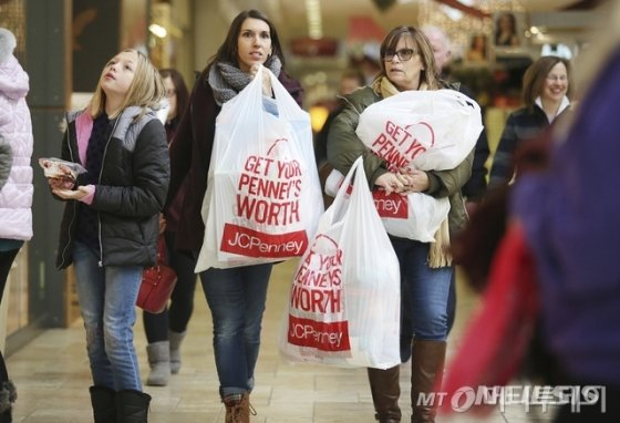 미국 소비 석달째 증가…5월 0.5%↑ - 머니투데이 뉴스