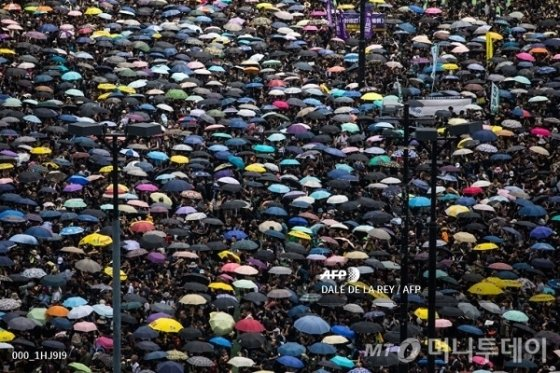 정부 멈춰세운 '100만' 홍콩시민의 힘… 앞으로도 험난 - 머니투데이 뉴스