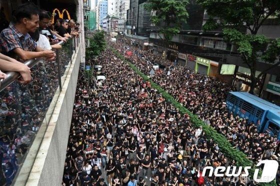 '200만' 홍콩 시민의 힘이 中 정부에 던진 고민 - 머니투데이 뉴스