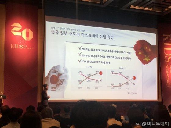 """""""중국이 디스플레이 산업 최대 위협, 韓 1위 수성 의문"""" - 머니투데이 뉴스"""