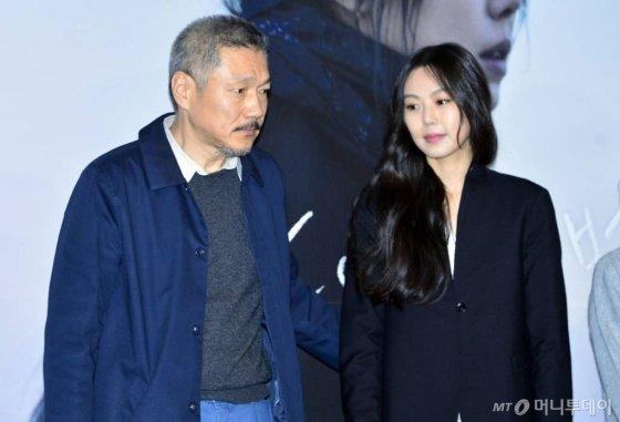 왼쪽부터 홍상수 감독, 배우 김민희./사진=뉴시스