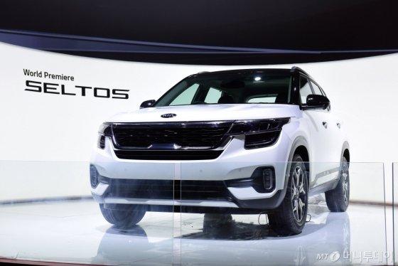 기아차 인도서 소형 SUV '셀토스' 세계 최초 공개 - 머니투데이 뉴스