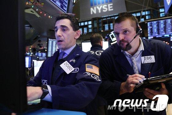 [뉴욕마감] 트럼프 '中 관세폭탄' 협박에 급제동…S&P 0.3%↓ - 머니투데이 뉴스