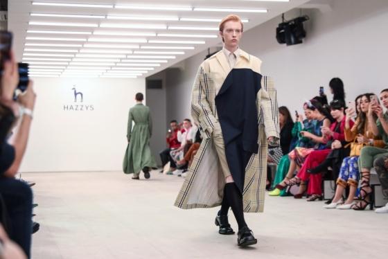 헤지스가 지난 13일(현지시간) 영국 런던패션위크에서 '2020년 봄·여름 시즌 컬렉션' 패션쇼를 진행한 모습./사진제공=LF