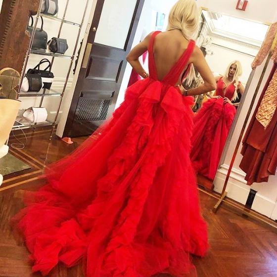 같은 드레스를 캐나다 유명 셀러브리티 실비아 만텔라가 입은 모습./사진=크리스찬 시리아노 인스타그램