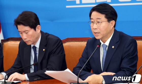 조정식 더불어민주당 정책위의장이 28일 서울 여의도 국회에서 열린 정책조정회의에서 발언을 하고 있다./사진=뉴스1