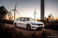 BMW 뉴 3시리즈에 PHEV 모델 추가..6000만원대 '뉴 330e' 출시